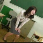 おもらし美人教師の自慰放尿